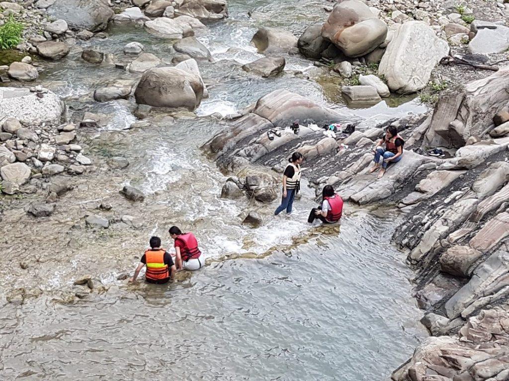 珈雅瑪 瀑布 玩水
